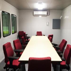 salle de conférence insonorisée d'usine / conference room soundproofed in-plant