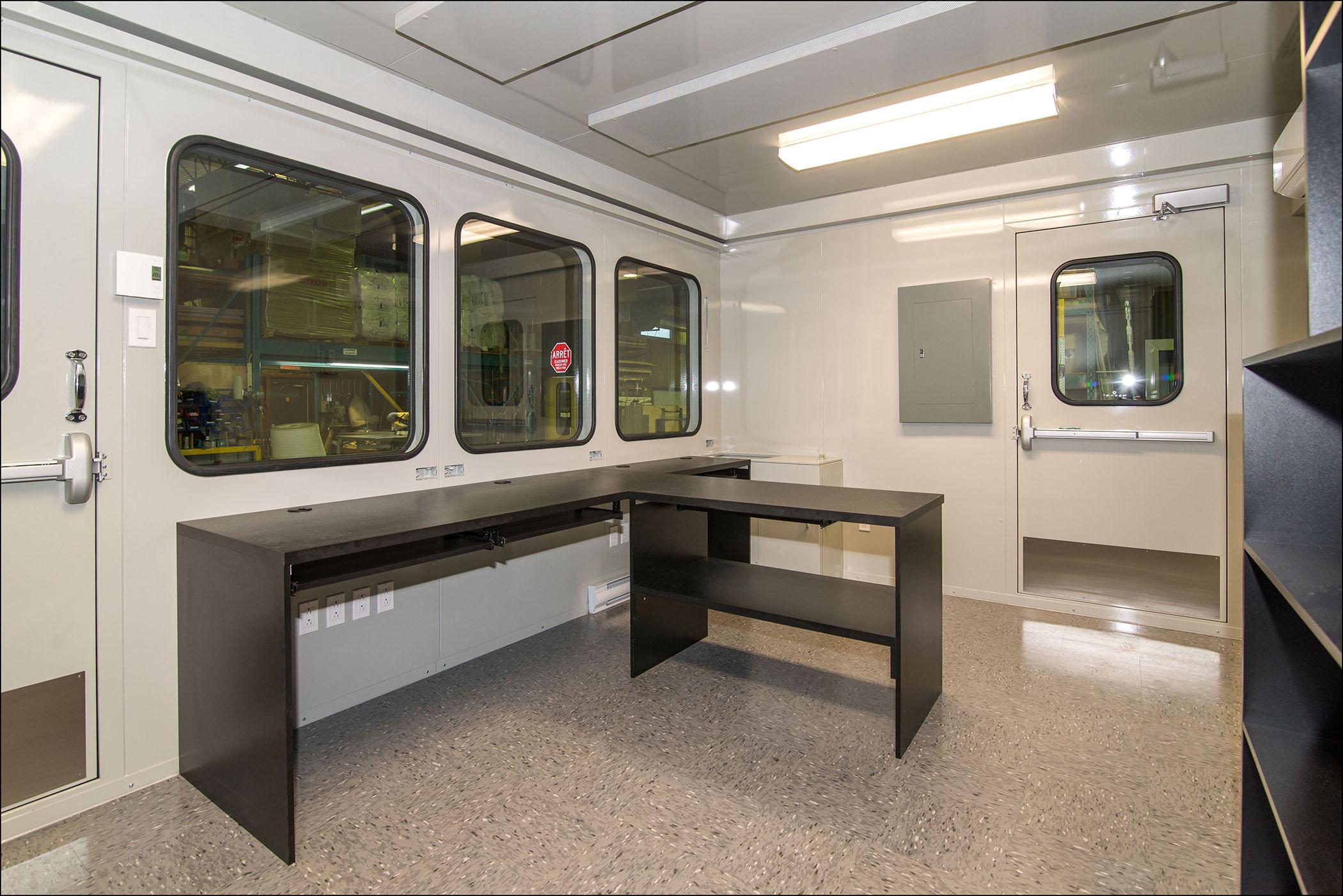 salle de contr le ext rieure avec cloison int rieure insonoris e mecart. Black Bedroom Furniture Sets. Home Design Ideas